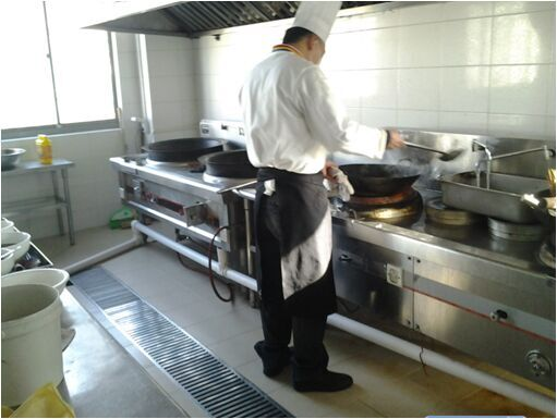 厨师烹饪美味菜肴